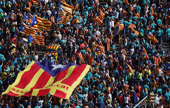 الآلاف يطالبون بالاستقلال
