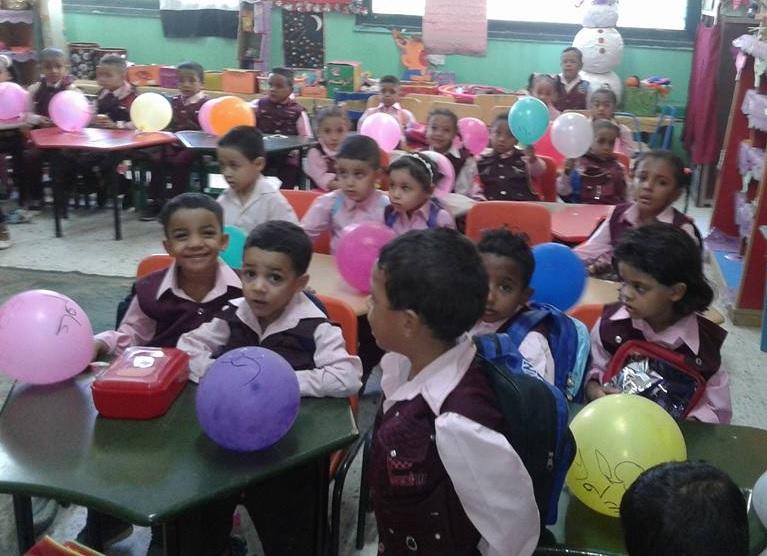 شاهد إستقبال تلاميذ الأقصر بالبالونات والهدايا والألعاب في أول أيام العام الدراسي الجديد (5)