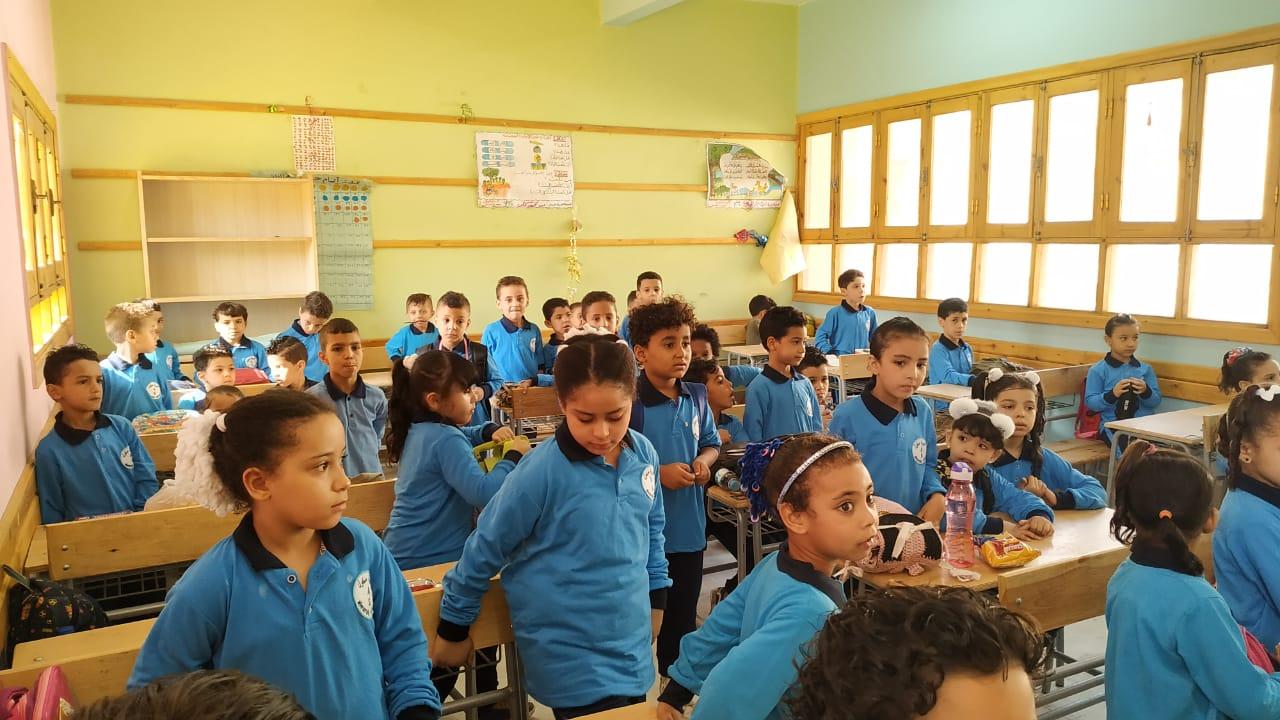 التلاميذ يستعدوا لبدء تلقى المناهج الجديدة