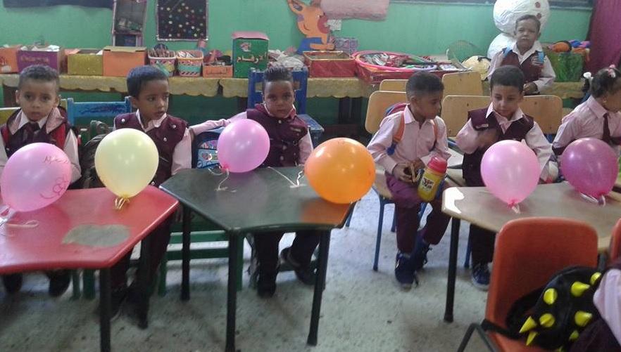 شاهد إستقبال تلاميذ الأقصر بالبالونات والهدايا والألعاب في أول أيام العام الدراسي الجديد (1)