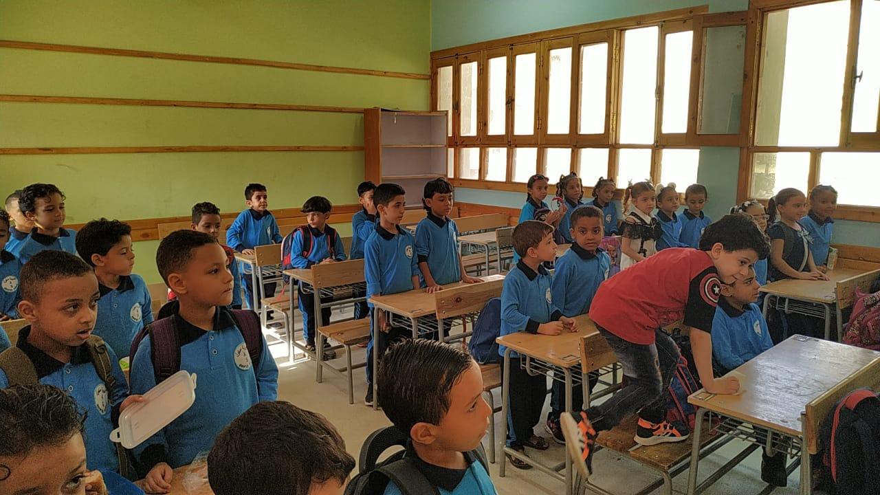 التلاميذ يستعدوا لأول حصة فى العام الدراسى