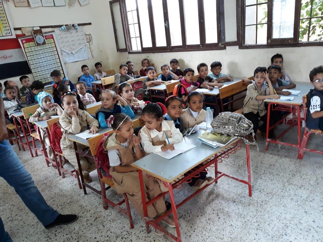 جانب من استقبال الطلاب بالمدارس (21)