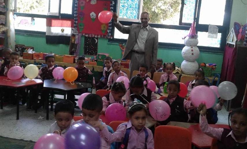 شاهد إستقبال تلاميذ الأقصر بالبالونات والهدايا والألعاب في أول أيام العام الدراسي الجديد (6)