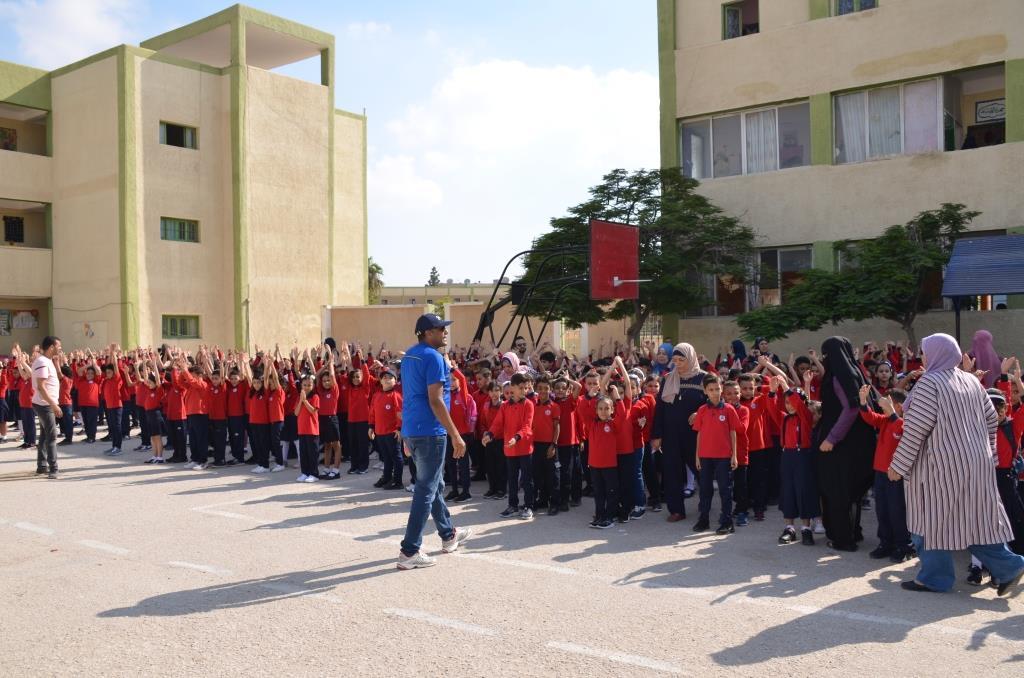 جانب من استقبال الطلاب بالمدارس (74)