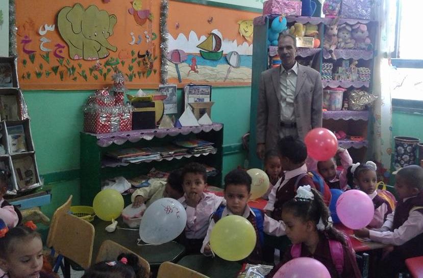 شاهد إستقبال تلاميذ الأقصر بالبالونات والهدايا والألعاب في أول أيام العام الدراسي الجديد (3)