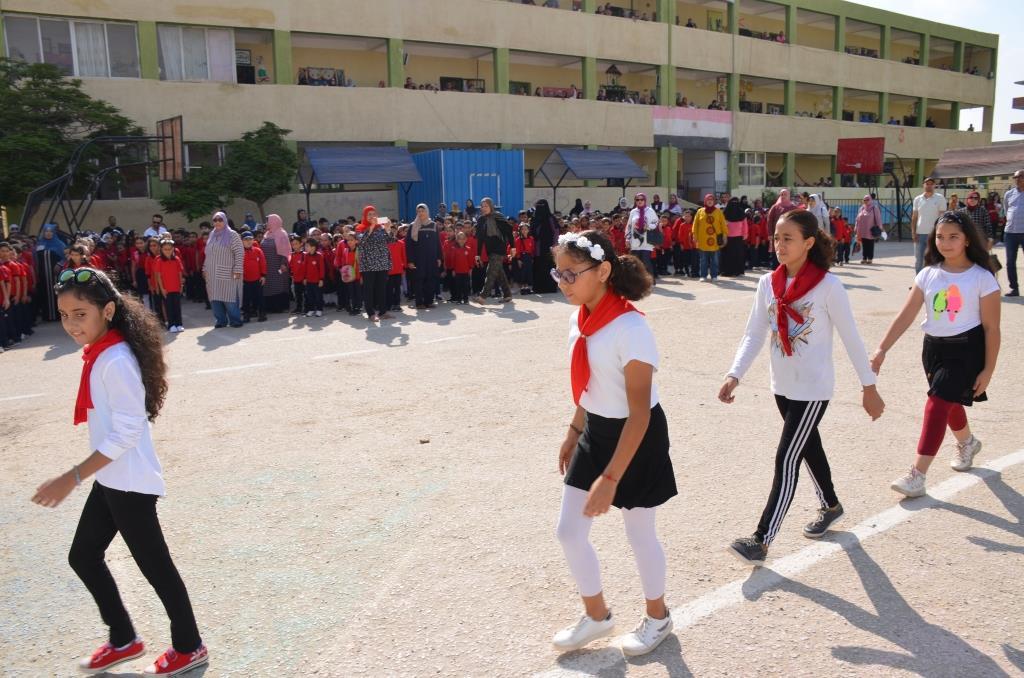 جانب من استقبال الطلاب بالمدارس (76)