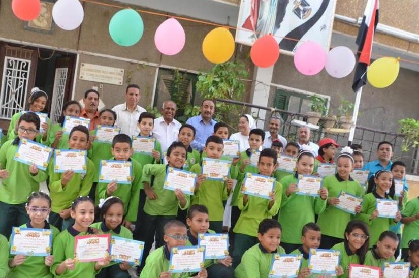 شاهد إستقبال تلاميذ الأقصر بالبالونات والهدايا والألعاب في أول أيام العام الدراسي الجديد (2)