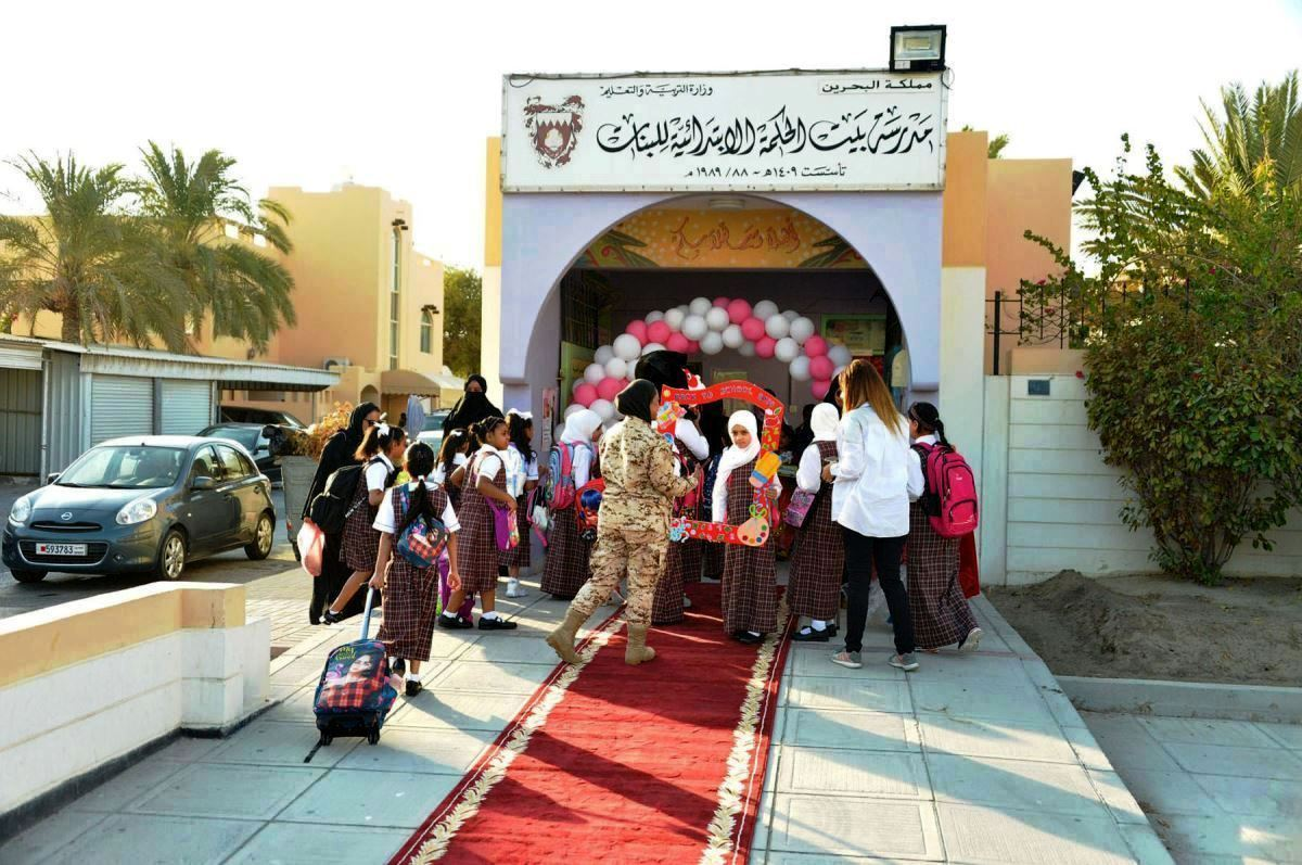 إستقبال الطالبات بالبلالين