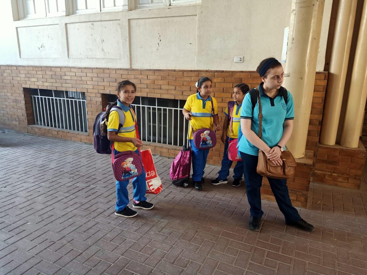 الطلاب فى انتظار دخول الفصول