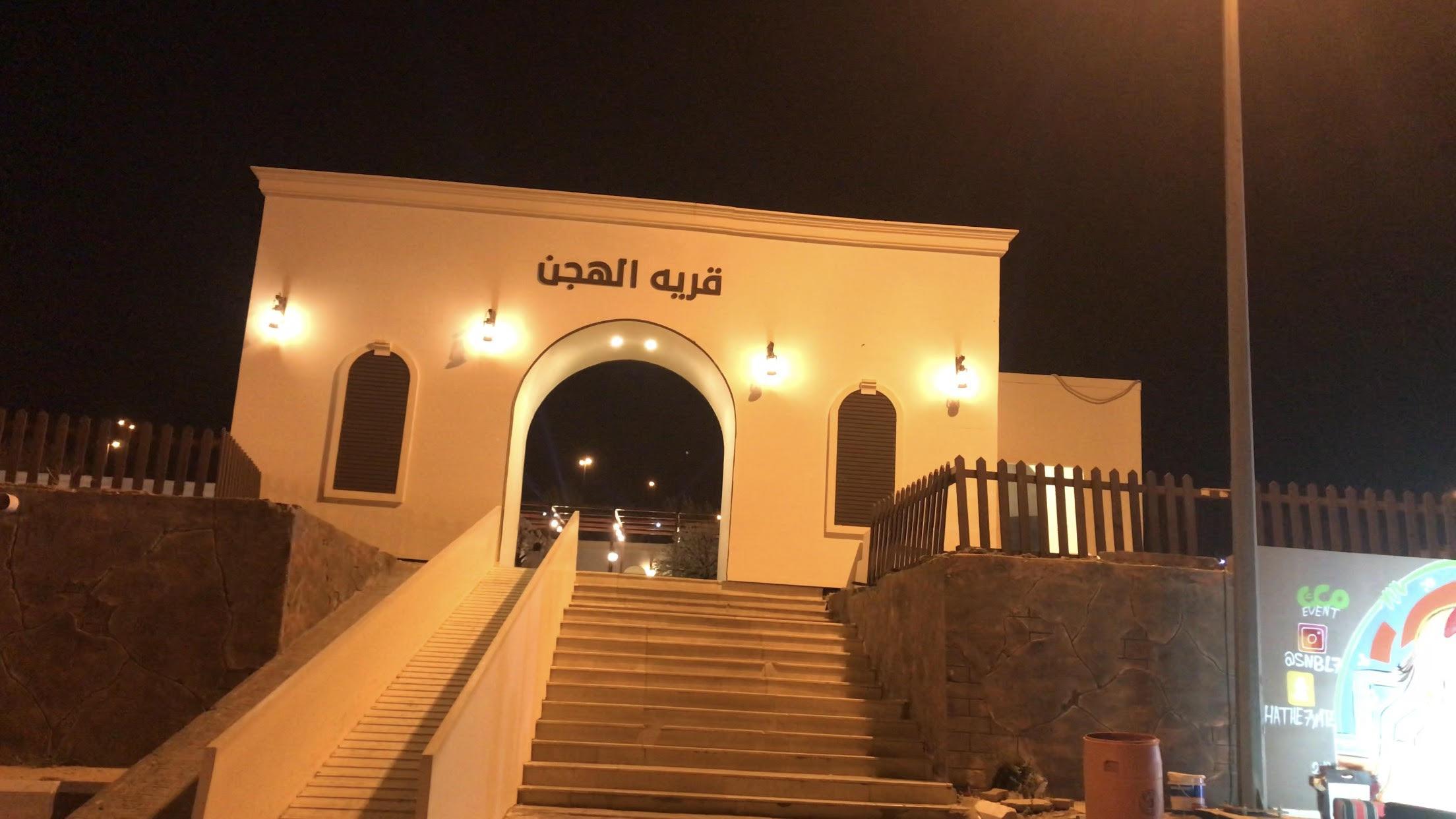 استعراضات ليلية بالإبل لإسعاد الأطفال والأسر فى السعودية (2)