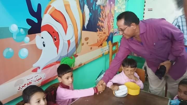 رئيس مدينة كفر شكر يتفقد المدارس (2)