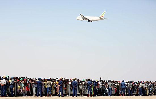 الطائرة التى نقلت جثمان موجابى
