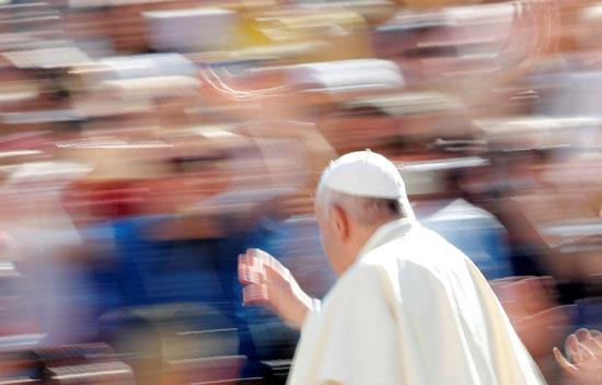 البابا فى ساحة القديس بطرس