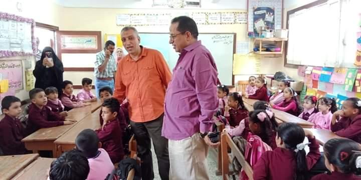 رئيس مدينة كفر شكر يتفقد المدارس (1)