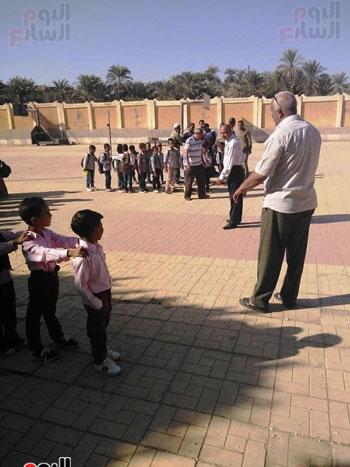 مدارس الأقصر تستقبل تلاميذ رياض الأطفال والصف الأول والثاني الإبتدائي (3)