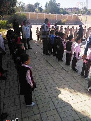 مدارس الأقصر تستقبل تلاميذ رياض الأطفال والصف الأول والثاني الإبتدائي (11)