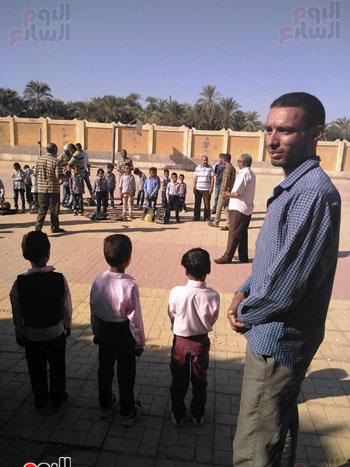 مدارس الأقصر تستقبل تلاميذ رياض الأطفال والصف الأول والثاني الإبتدائي (9)