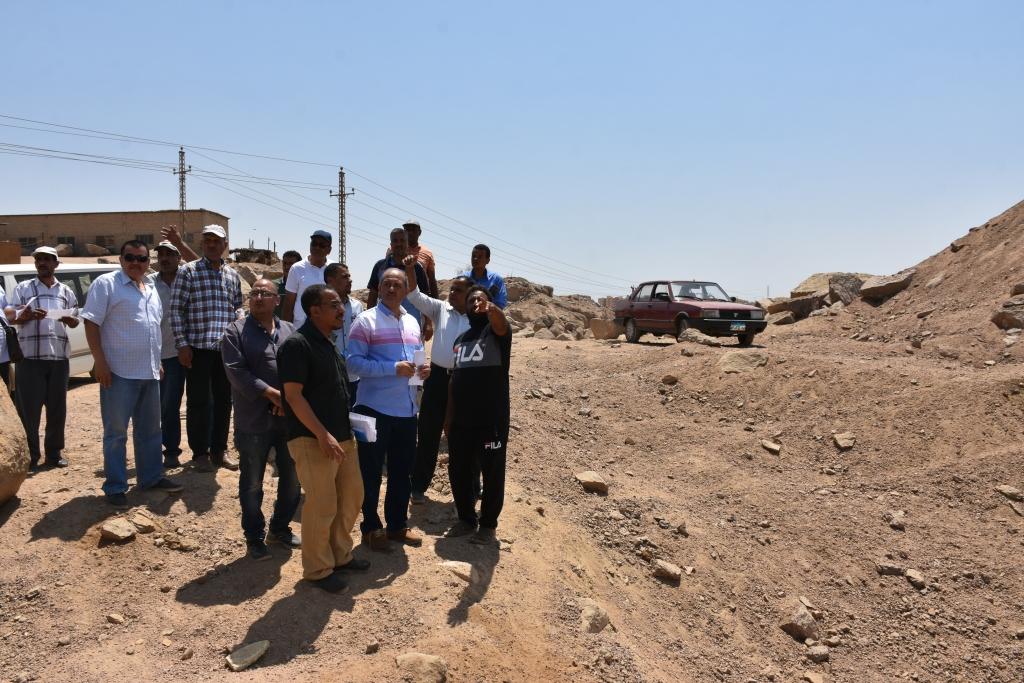 لجنة فنية تتفقد مواقع 26 محجر للجرانيت الأسود والأحمر بأسوان (5)