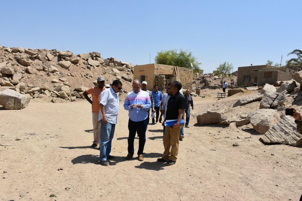 لجنة فنية تتفقد مواقع 26 محجر للجرانيت الأسود والأحمر بأسوان (6)