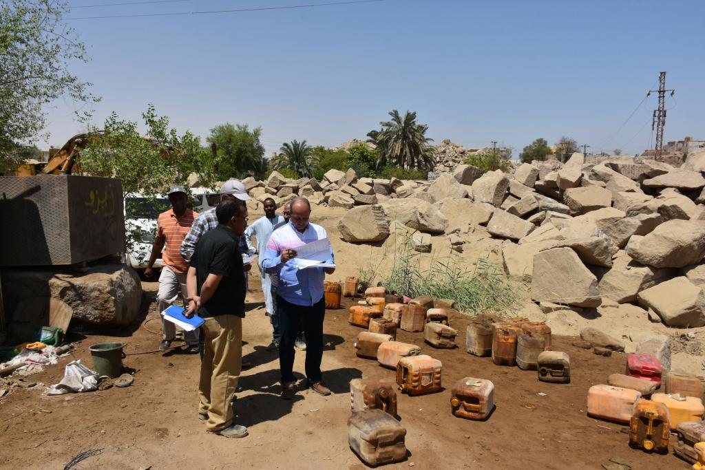 لجنة فنية تتفقد مواقع 26 محجر للجرانيت الأسود والأحمر بأسوان (7)