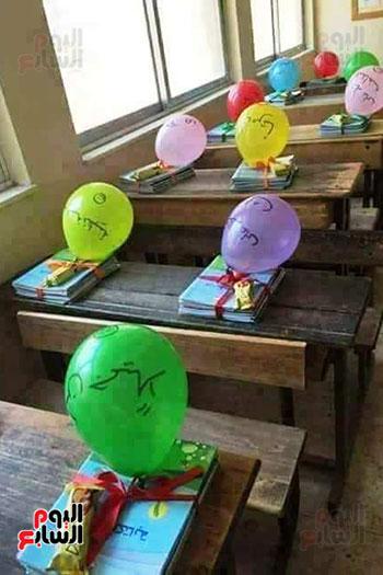 توزيع بالونات وهدايا وألعاب فى أول يوم دراسى (57)