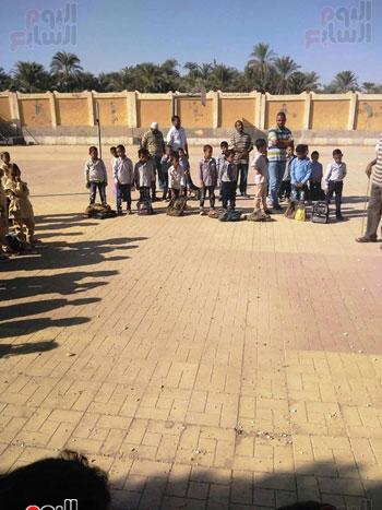 مدارس الأقصر تستقبل تلاميذ رياض الأطفال والصف الأول والثاني الإبتدائي (14)