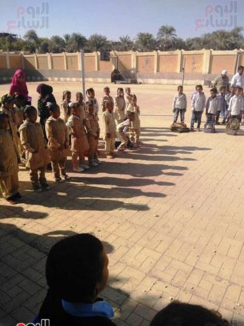 مدارس الأقصر تستقبل تلاميذ رياض الأطفال والصف الأول والثاني الإبتدائي (15)