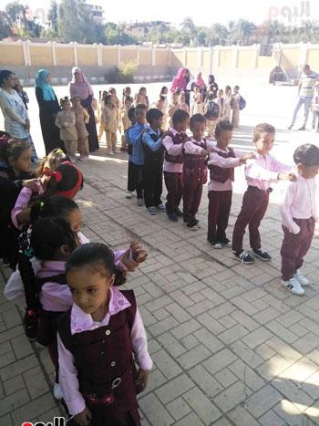 مدارس الأقصر تستقبل تلاميذ رياض الأطفال والصف الأول والثاني الإبتدائي (2)