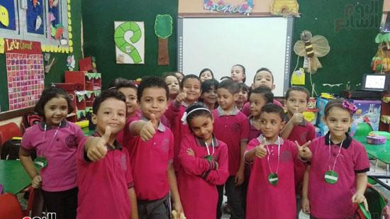 صورة-جماعية-لمجموعة-من-الطلاب