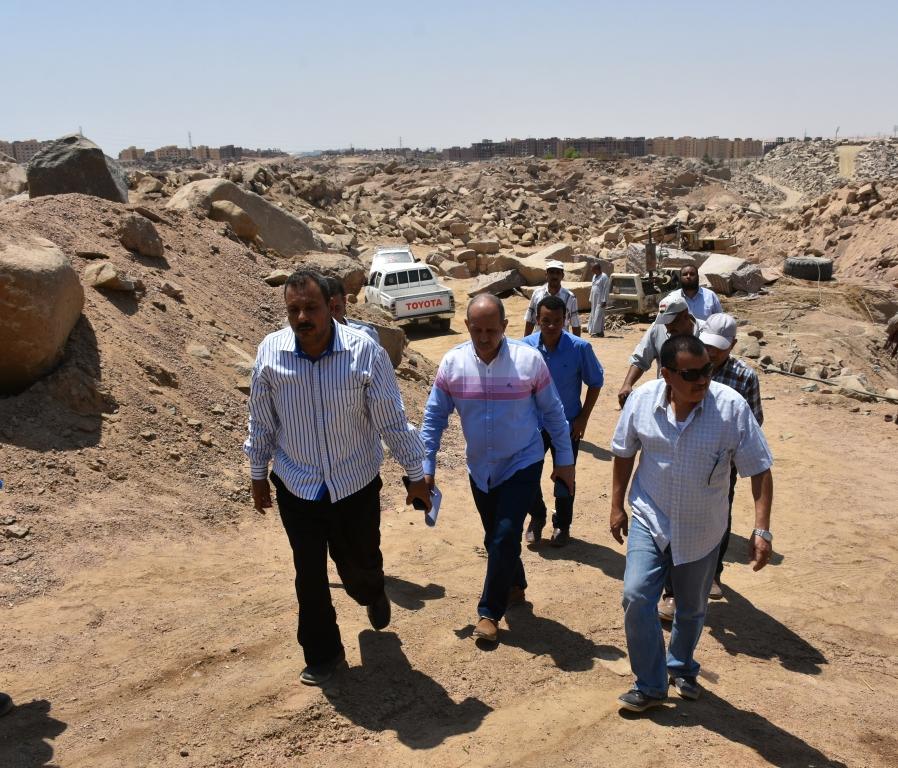 لجنة فنية تتفقد مواقع 26 محجر للجرانيت الأسود والأحمر بأسوان (3)