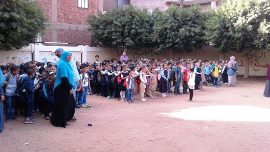 استقبال الطلاب اول يوم دارسه فى المنوفيه (10)