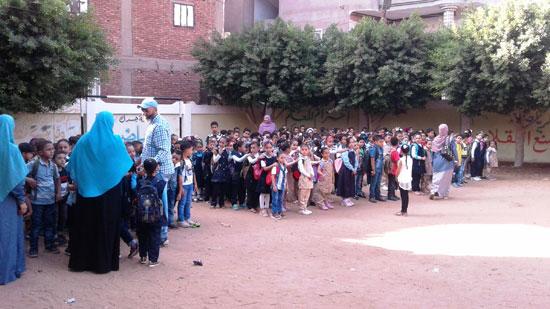 استقبال الطلاب اول يوم دارسه فى المنوفيه (9)
