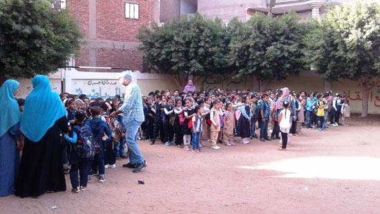 استقبال الطلاب اول يوم دارسه فى المنوفيه (8)