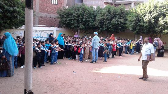 استقبال الطلاب اول يوم دارسه فى المنوفيه (12)