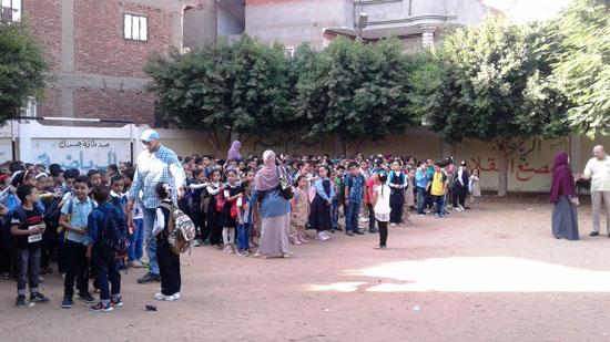 استقبال الطلاب اول يوم دارسه فى المنوفيه (7)