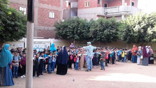 استقبال الطلاب اول يوم دارسه فى المنوفيه (11)