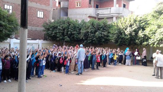 استقبال الطلاب اول يوم دارسه فى المنوفيه (2)