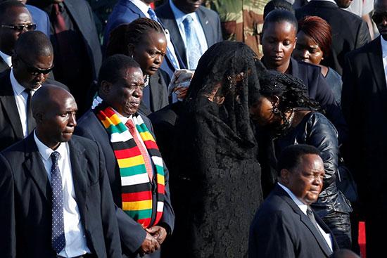 حزن وبكاء على رحيل الرئيس موجابى