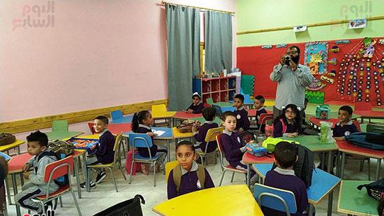 التلاميذ-ينتظروا-معلمتهم-لشرح-أول-درس-لهم
