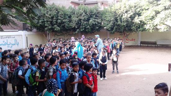 استقبال الطلاب اول يوم دارسه فى المنوفيه (6)