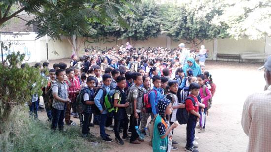 استقبال الطلاب اول يوم دارسه فى المنوفيه (4)