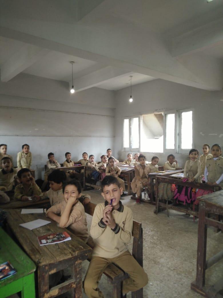 جانب من استقبال الطلاب بالمدارس (42)