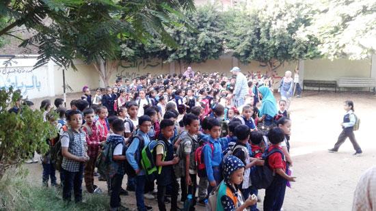 استقبال الطلاب اول يوم دارسه فى المنوفيه (5)
