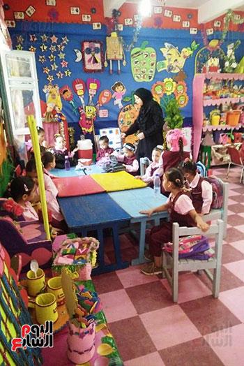 توزيع بالونات وهدايا وألعاب فى أول يوم دراسى (74)