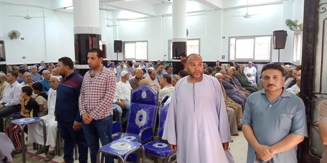 أسرة الدكتور ابو بكر عبد المنعم تتلقى عزاءه بمسقط رأسه بكفر شكر (8)