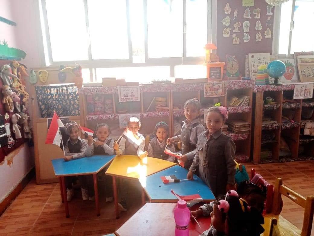 جانب من استقبال الطلاب بالمدارس (11)