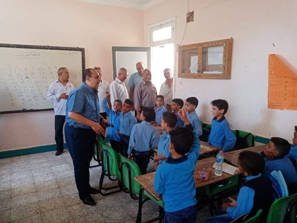 جانب من استقبال الطلاب بالمدارس (9)