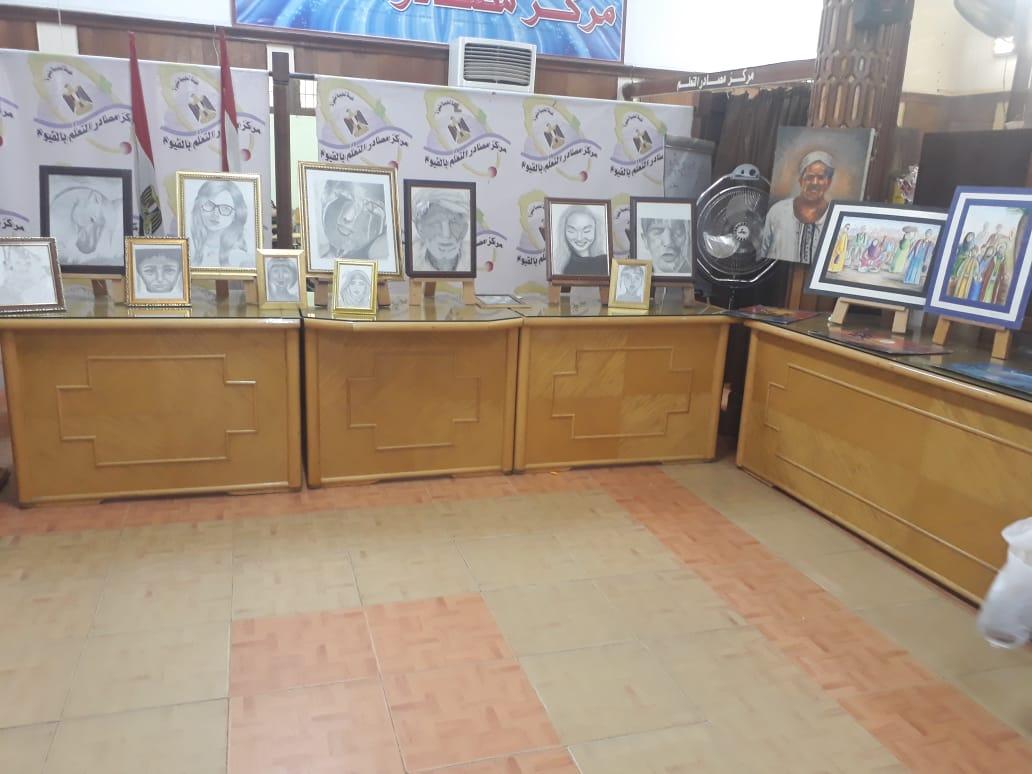 وكيل تعليم الفيوم يتفقد معرض مدرسة أبو كساة الفنية (4)