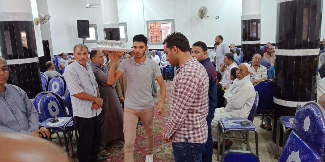 أسرة الدكتور ابو بكر عبد المنعم تتلقى عزاءه بمسقط رأسه بكفر شكر (3)