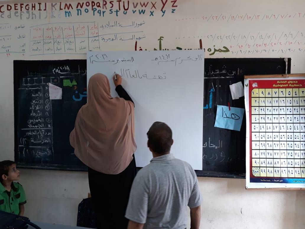 جانب من استقبال الطلاب بالمدارس (15)